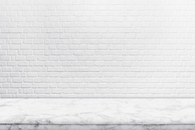 Abstrakter hintergrund von der leeren weißen marmortischplatte für das zeigen der produktwerbung