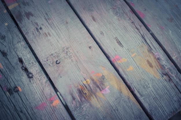 Abstrakter holzhintergrund mit farbstreifenfilter