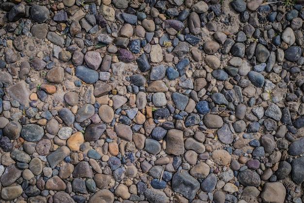 Abstrakter horizontaler hintergrund der bunten kieselsteine auf der straße