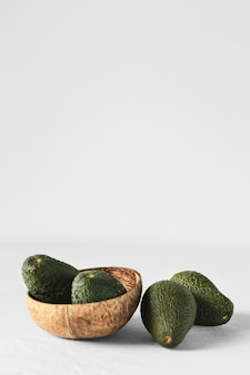 Abstrakter minimaler konzept-avocados-kopierraum