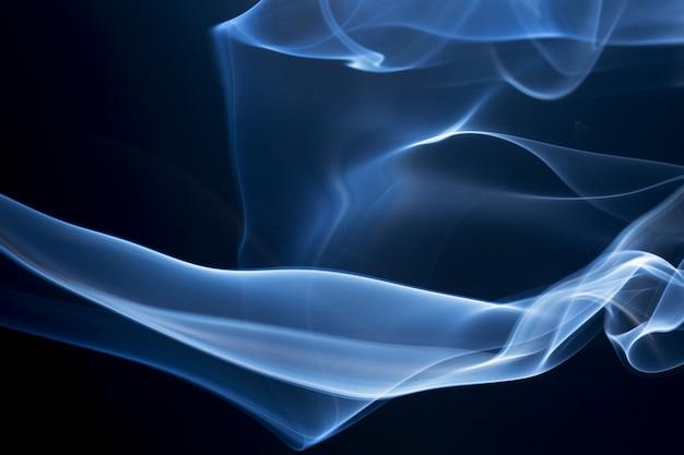 Abstrakter rauch auf schwarzem hintergrund.