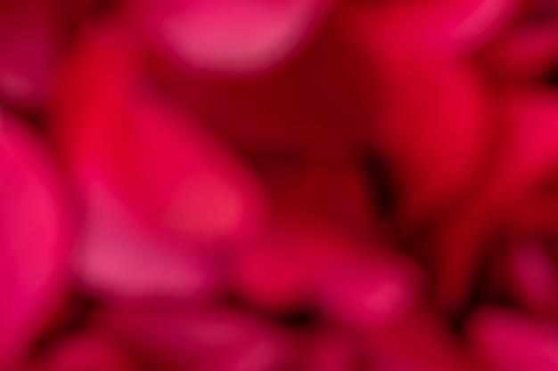 Abstrakter roter unscharfer hintergrund. defokussierte natürliche textur von blumen aus nächster nähe.