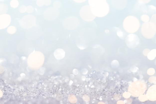 Abstrakter schnee und glitzerhintergrund mit goldlichtern
