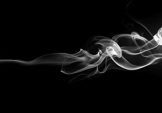Abstrakter schwarzweiss-rauch auf schwarzem hintergrund, feuerdesign