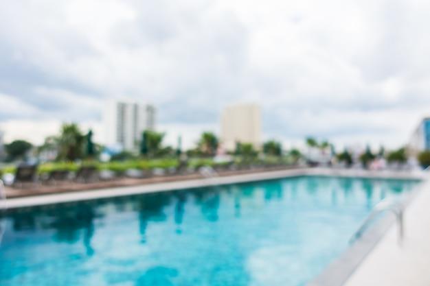 Abstrakter swimmingpool der unschärfe im freien