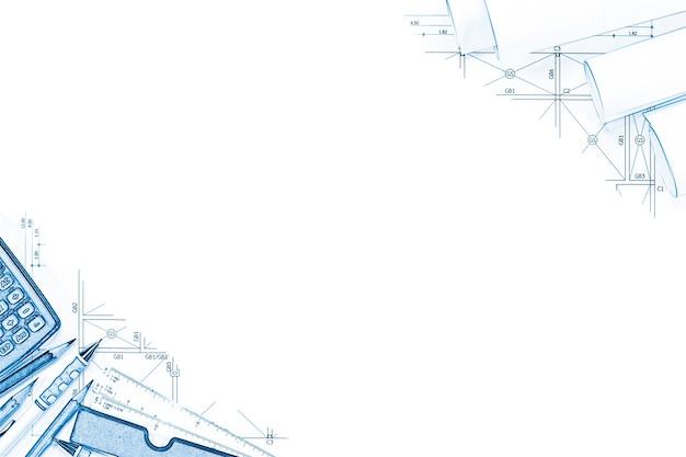 Abstrakter technischer zeichnungshintergrund mit freiem raum für ihr wort. bauplanwerkzeuge mit leerem raum auf schreibtisch.