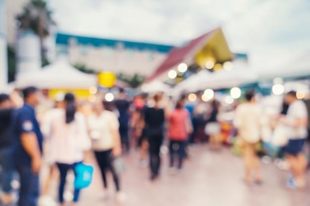 Abstrakter unschärfehintergrund im nachtmarkt am einkaufszentrum für hintergrund, weinlese getont.