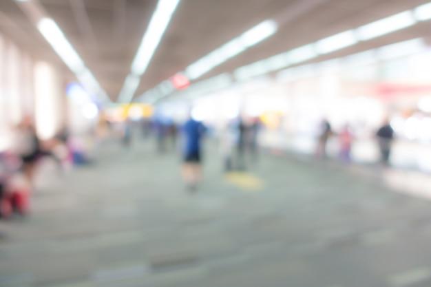 Abstrakter unschärfepassagier im flughafen