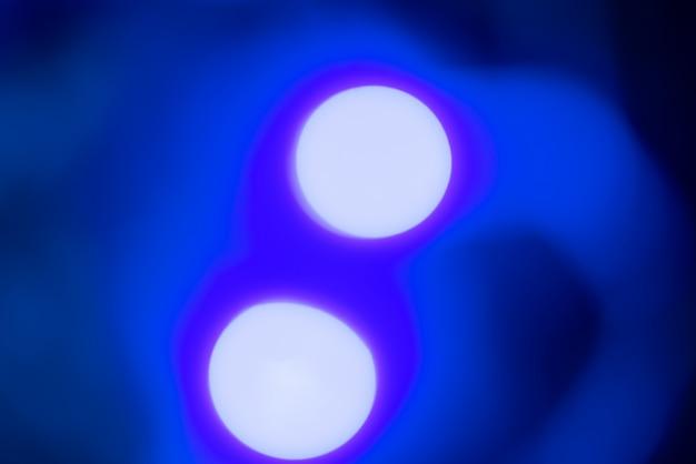 Abstrakter unscharfer hintergrund mit blauen lichtern