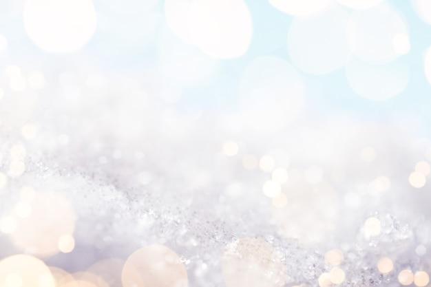 Abstrakter weißer hintergrund mit goldenen glanzlichtern, makroaufnahme