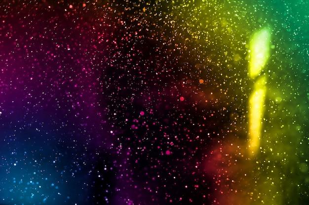 Abstrakter wirklicher farbstaub, der über schwarzen hintergrund schwimmt staubpartikel für überlagerungsgebrauch im schmutzdesign. verschwommenes staubkonzept.