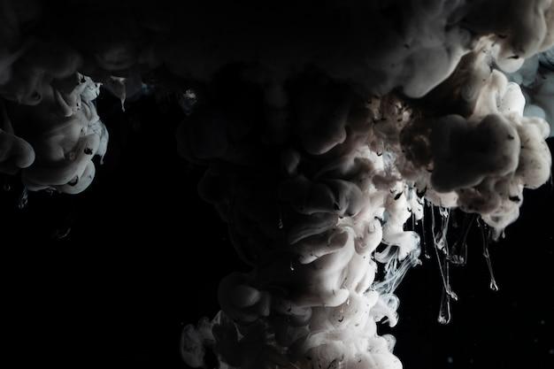 Abstraktes bild mit dunkler wolke