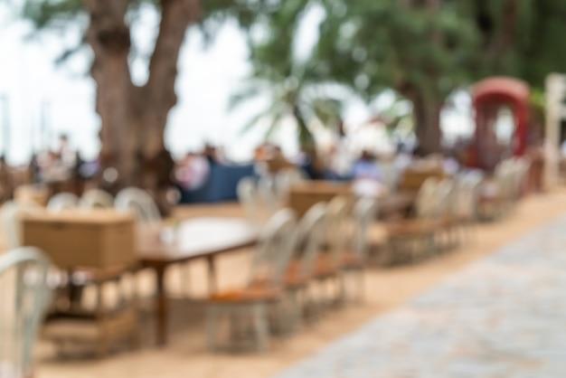 Abstraktes caférestaurant der unschärfe im freien als unscharfer hintergrund