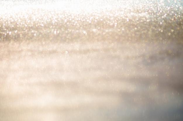 Abstraktes goldfunkeln bokeh beleuchtet mit hintergrund des weichen lichtes.