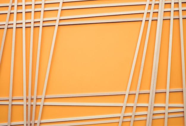 Abstraktes holzmuster auf gelbem hintergrundkreativitätskonzeptidee