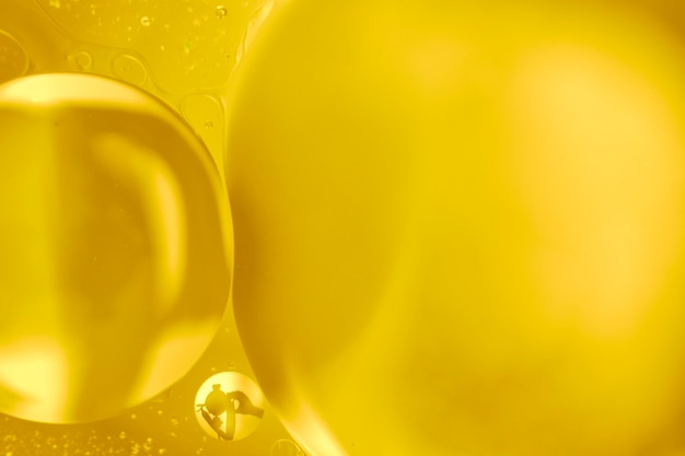 Abstraktes konzept der goldenen großen blasen