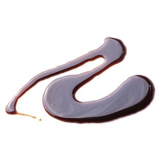 Abstraktes muster gemacht von der schokoladensoße lokalisiert über weißem hintergrund