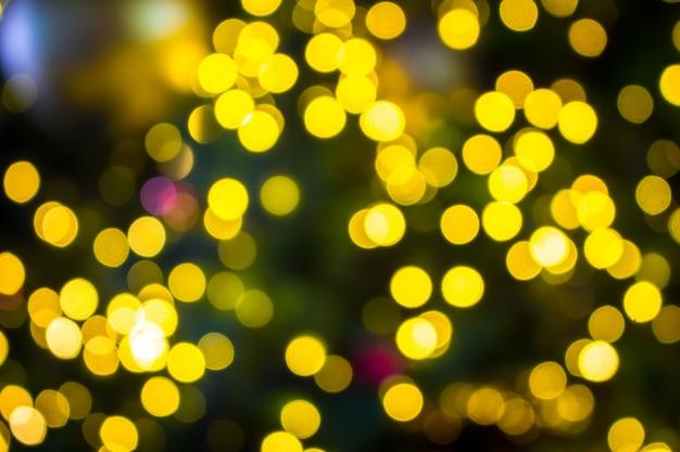 Abstraktes unschärfeweihnachten mit bokeh beleuchtet hintergrund