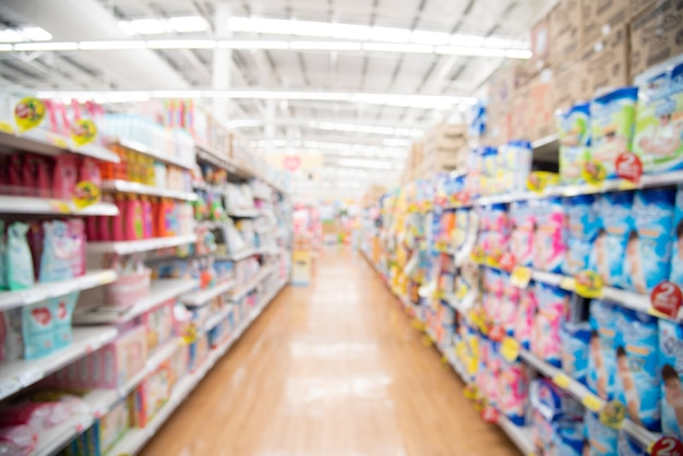 Abstraktes verschwommenes einkaufszentrum und einzelhandel speichert innenraum für hintergrund. verschwommener supermarkt