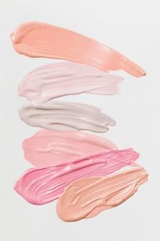 Abstriche von verschiedenen natürlichen farben des lippenstifts