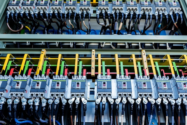 Abteil der elektrischen ausrüstung in einer kompletten umspannstation