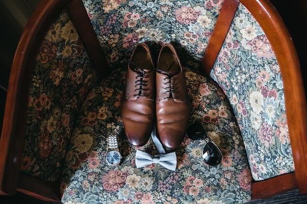 Accessoires für den bräutigam am hochzeitstag