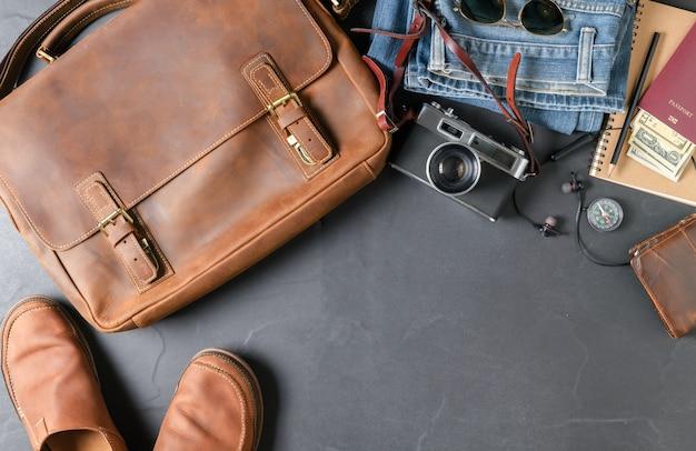 Accessoires für die reise - vintage tasche und lederschuh