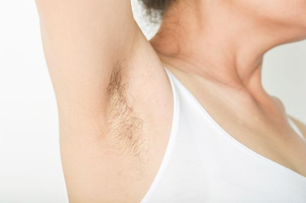 Achseln und hairy von frauen