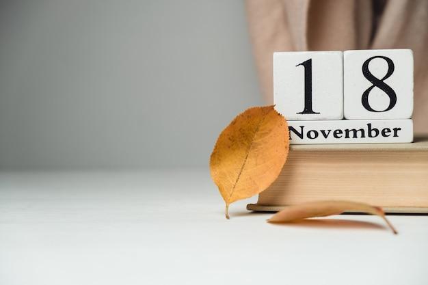 Achtundzwanzigster tag des herbstmonatskalenders november mit kopierplatz.