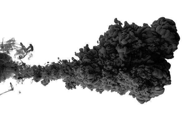 Acrylfarbe in wasser bildet ein abstraktes rauchmuster, das auf weißer oberfläche isoliert wird