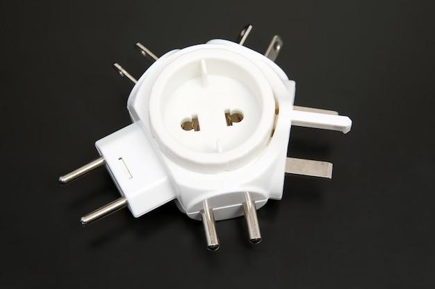Adapter für verschiedene elektrische stecker isoliert