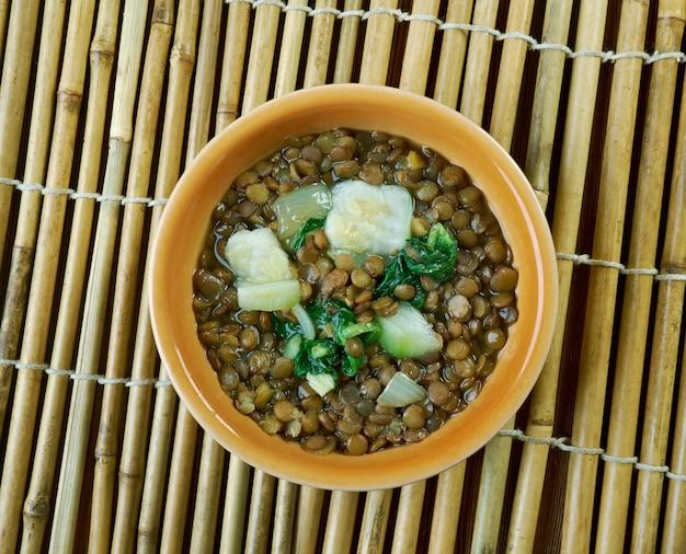 Adas bil hamod - libanesische linsen-zitronen-suppe