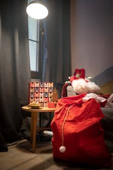 Adventskalender mit weihnachtsmann-sack