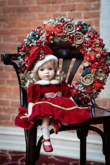 Adventskranz mit puppe, weihnachtsdekoration