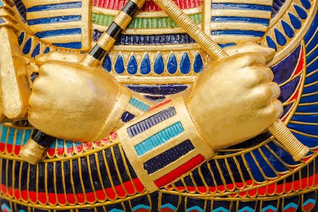 Ägyptische goldene pharao-maske - reise nach ägypten-konzept, ägyptische schatulle