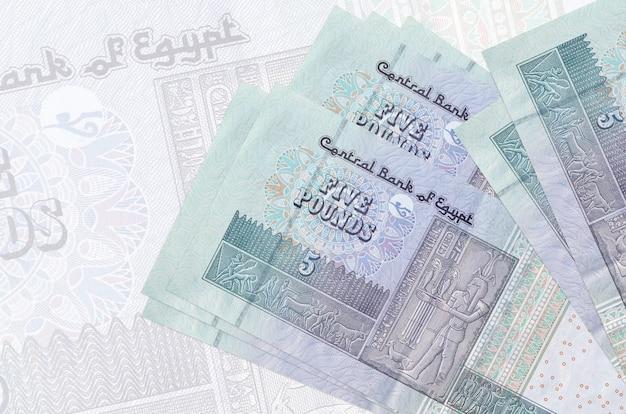 Ägyptische pfund rechnungen auf einem weißen hintergrund
