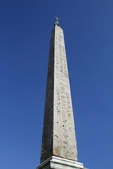 Ägyptischer obelisk auf der piazza popolo