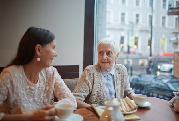 Ältere freunde