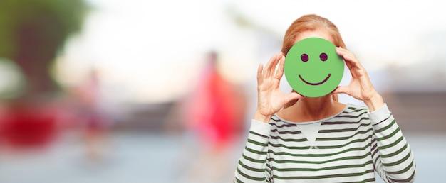 Ältere schönheit mit einem smiley emoticon