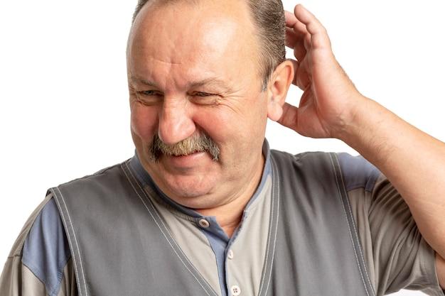 Älterer mann mit einem schnurrbart zu lachen