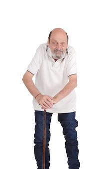Älterer mann mit einem stock