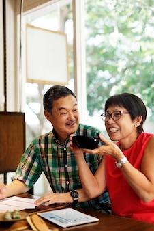 Älteres asiatisches paar