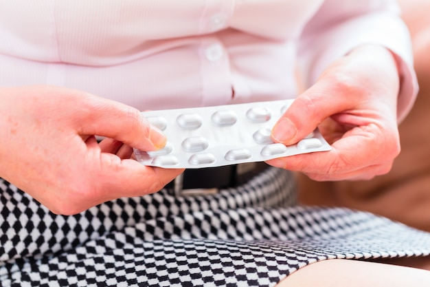 Älteres medikament mit pillen zu hause