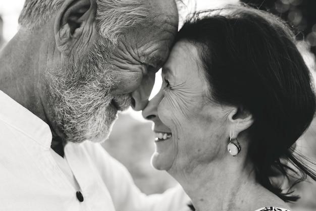 Älteres paar immer noch verliebt