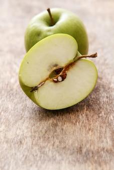 Äpfel auf dem tisch
