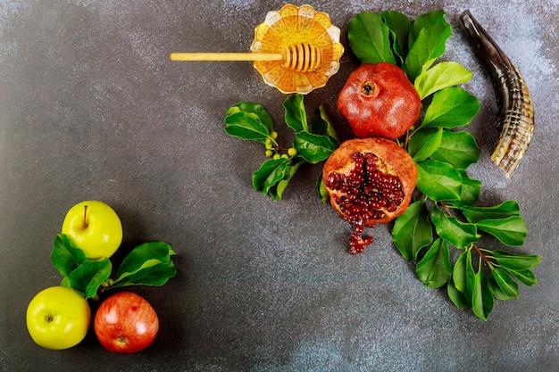 Äpfel, granatapfel und honig für rosh hashanah