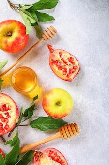 Äpfel, honig, granatapfel