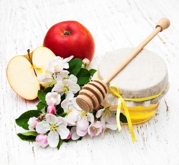 Äpfel mit honig
