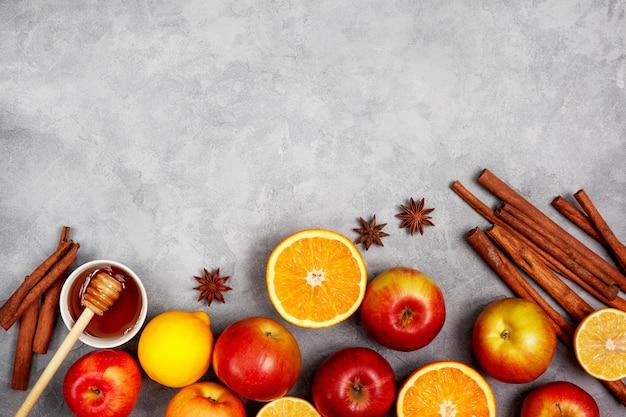 Äpfel, orangen und gewürze