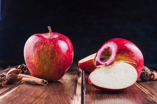 Äpfel und zimt